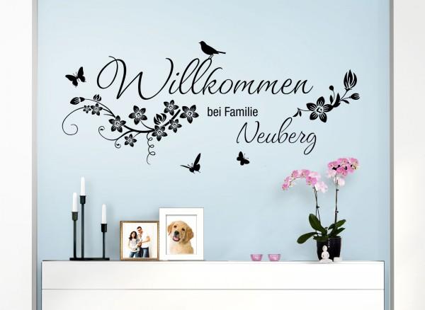 Wandtattoo Willkommen bei Familie + Wunschname und Blumen W5455