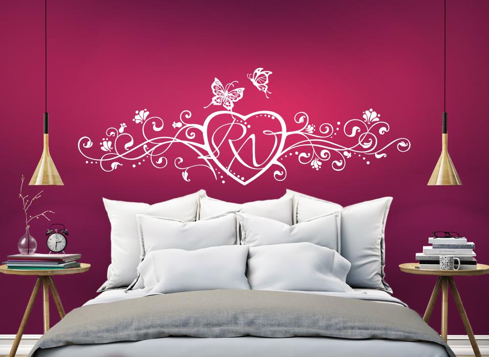 wandtattoo liebesherz mit eigenen initialen w667 blumen ranken schlafzimmer wandtattoos. Black Bedroom Furniture Sets. Home Design Ideas